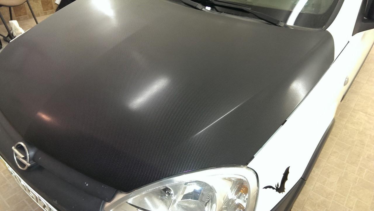 оклейка пленкой автомобиля машины карбон под лаком 4д Opel Combo
