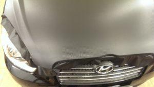 оклейка капота Hyundai Accent пленкой карбон