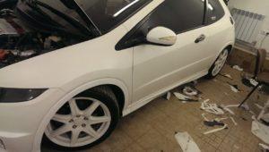оклейка авто белой матовой пленкой honda civic type-r