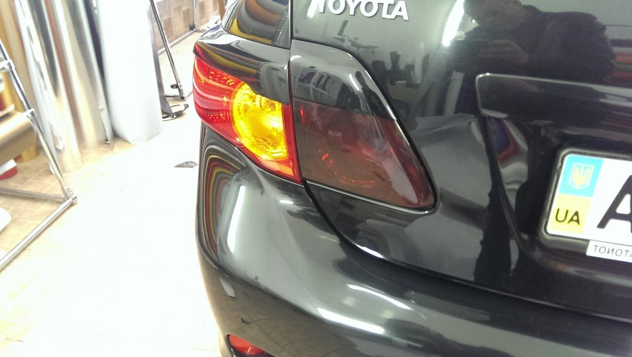 тонировка задних фар Toyota Corolla стопов пленкой