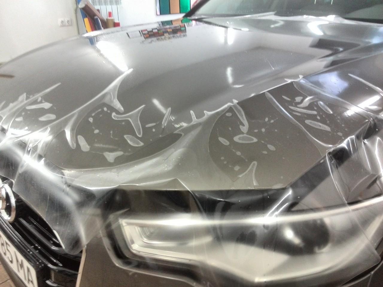 оклейка капота прозрачной защитной пленкой на автомобиле audi a6 от камней, царапин и сколов